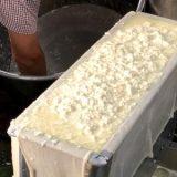 豆腐作りを見学できる豆腐屋さん(東京・森下)